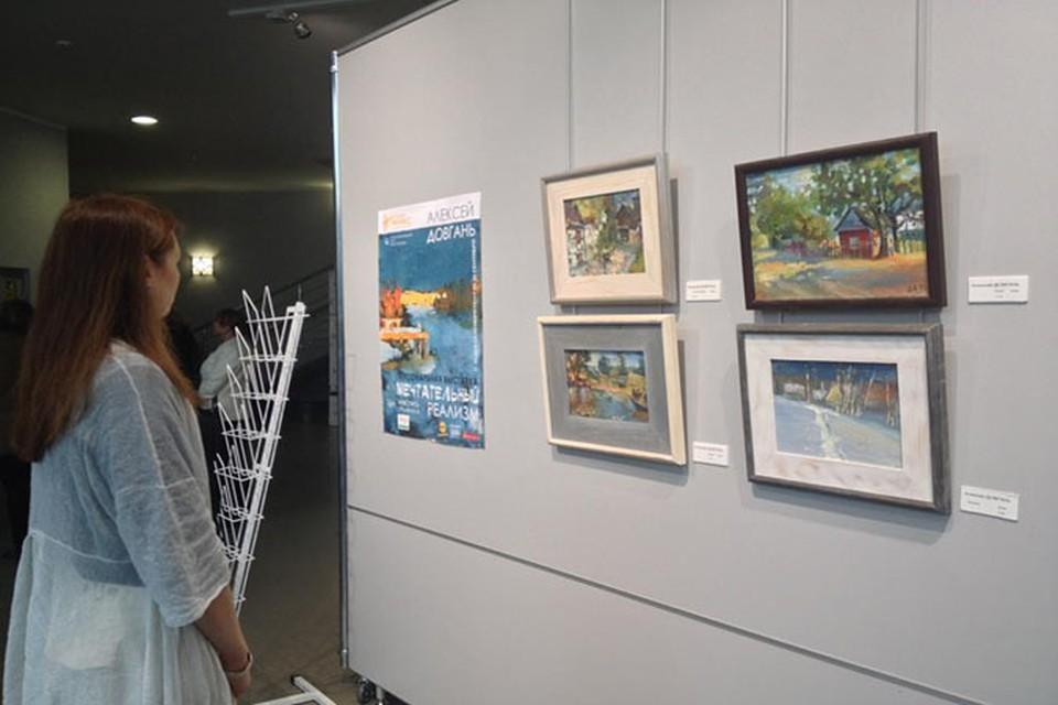В Смоленске открылась персональная выставка Алексея Довганя.