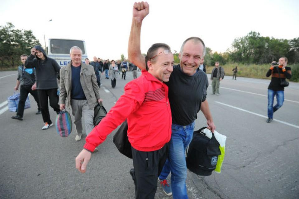 Освобожденные украинской стороной пленные не скрывали радости