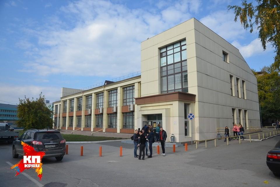 Кооперативный колледж, в котором учится изнасилованная 16-летняя первокурсница.