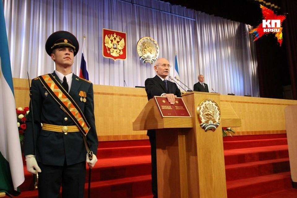 Инаугурация прошла скромно: клятва на Конституции и несколько поздравлений