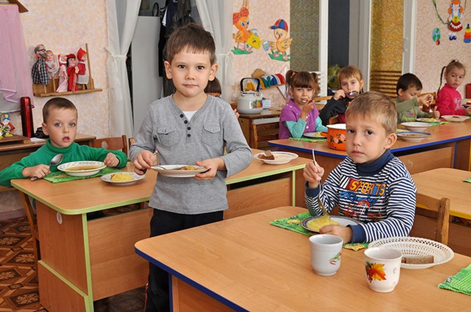 В детских садах дошколят станут кормить лучше