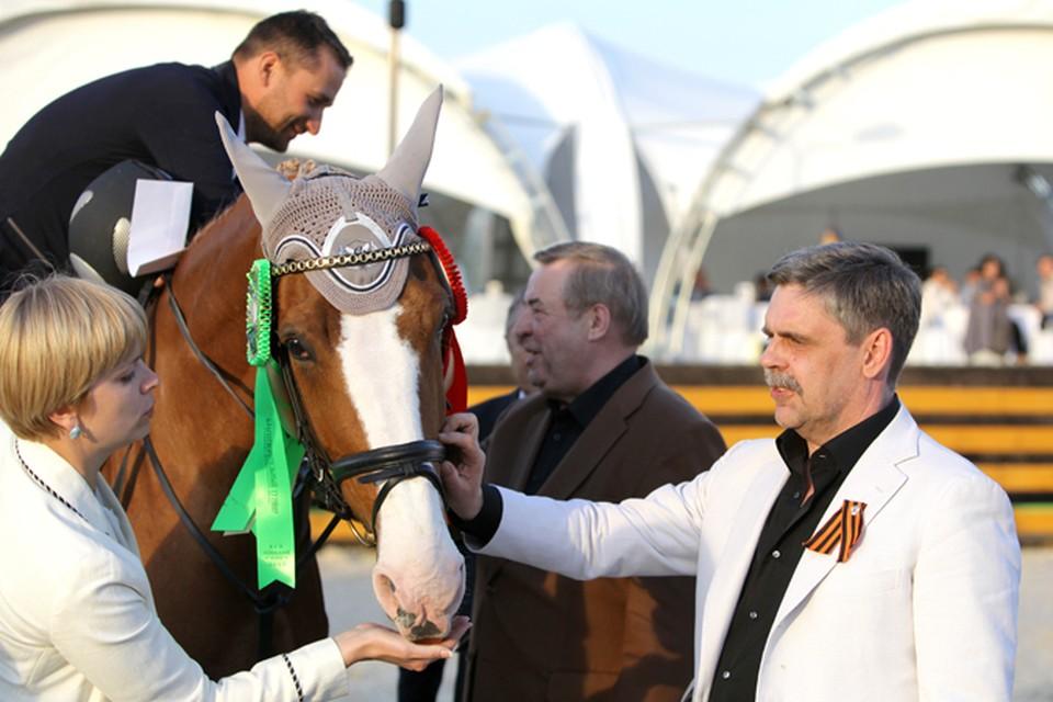 Геннадий Селезнев и Анджей Мальчевский (на снимке справа) в Национальном конном парке «Русь». Фото: Роман ЧУБ