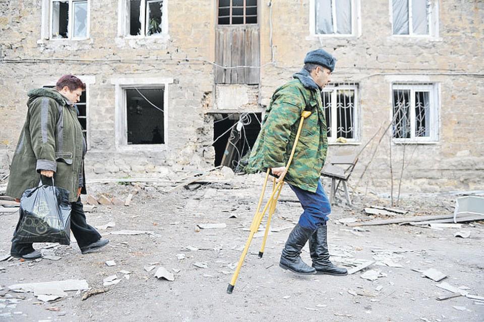 Вот этих несчастных людей, страдальцев, на головы которых в XXI веке выпали страшные испытания, Киев называет террористами и сепаратистами.