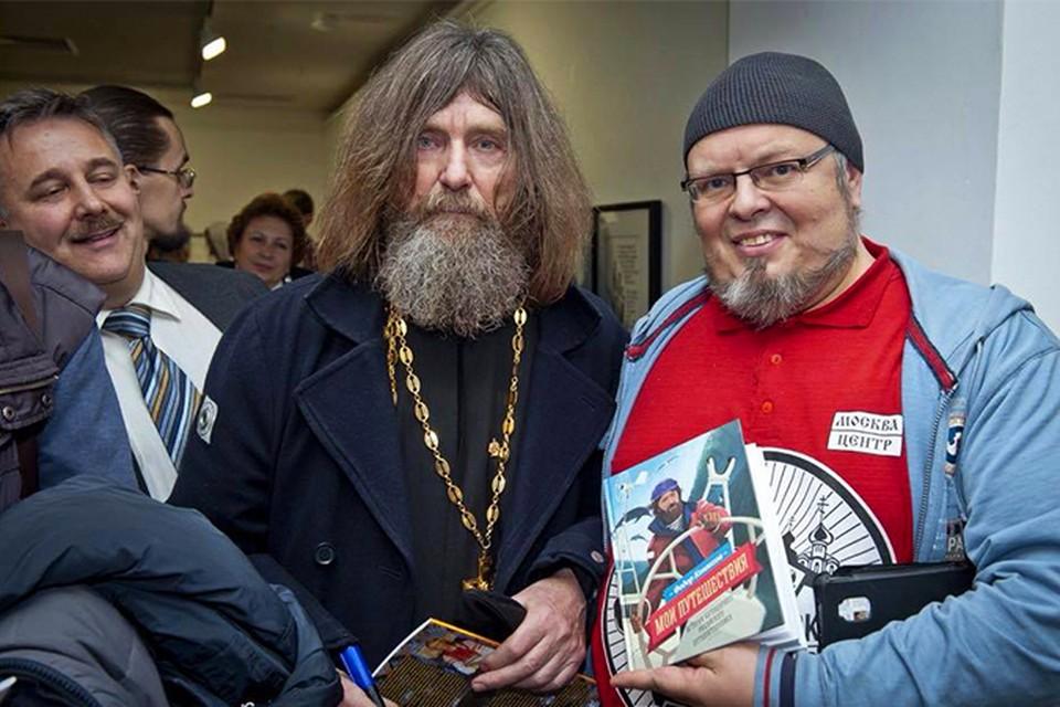 Федор Конюхов со своей книгой на открытии выставки. Фото: издательство «Манн, Иванов и Фербер»