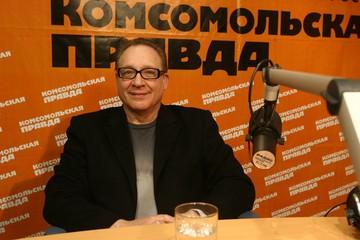 Максим Дунаевский: Новогодние огоньки не смотрю. Меня от нашего ТВ подташнивает