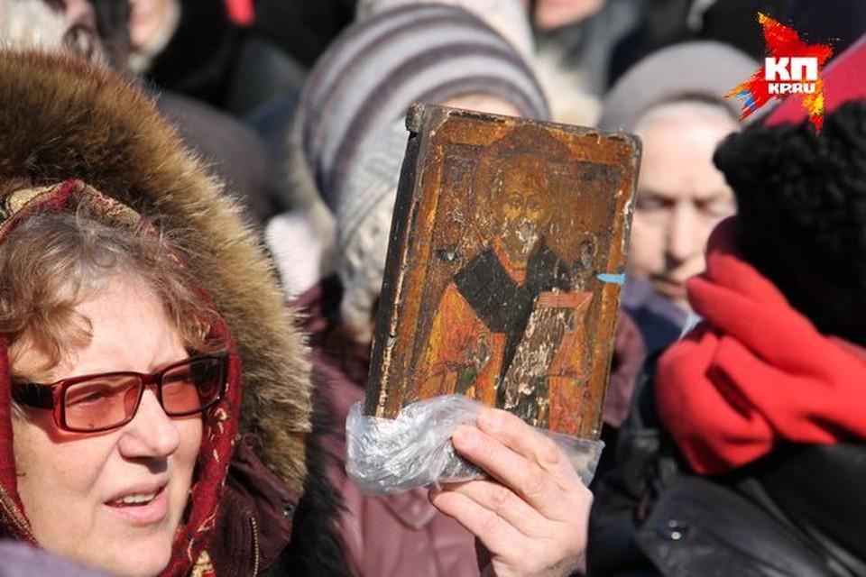 """В воскресенье, 29 марта, верующие провели молитвенное стояние против """"Тангейзера""""."""