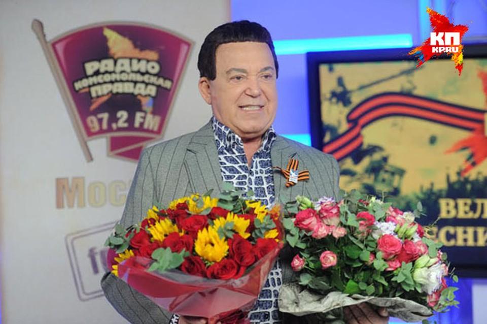 Иосив Кобзон спел песни Великой Победы на радио «Комсомольская правда».