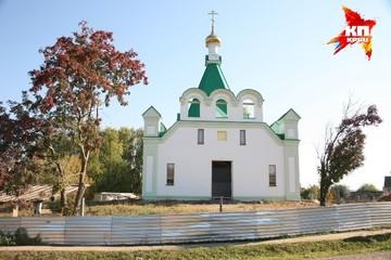 Бабушки из Бураново провели в своем новом храме первую службу