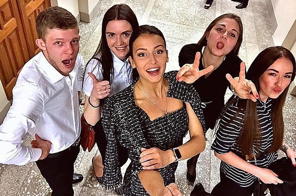 Мисс Россия София Никитчук окончила институт с красным дипломом  Мисс Россия 2015 София Никитчук окончила институт с красным дипломом
