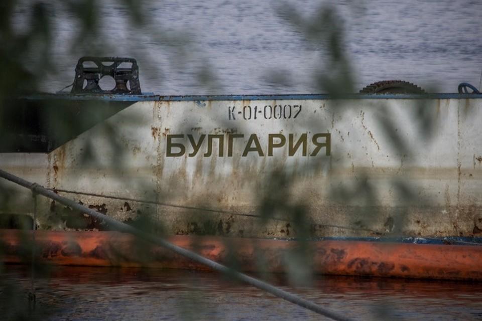 """После крушения """"Булгарию"""" отбуксировали в затон Камского устья."""