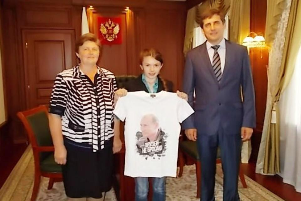 Презент передал федеральный инспектор Николай Разбежкин