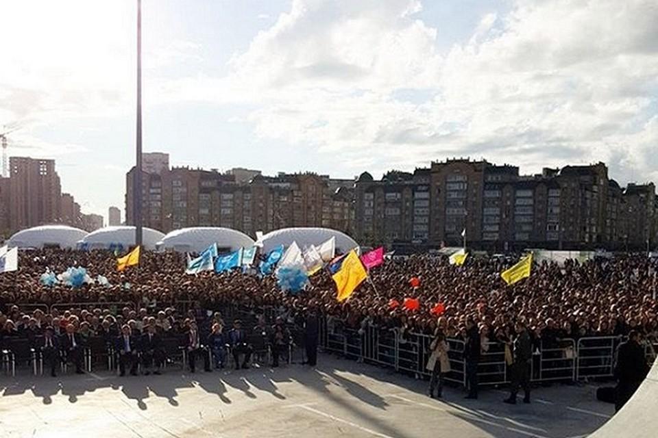 Зрителями концерта у Казань-Арена стали тысячи первокурсников.