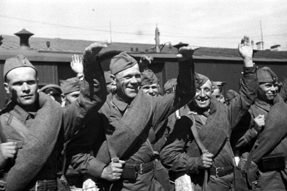 Бойцы Красной Армии отправляются на фронт. Ленинград. 1941г.