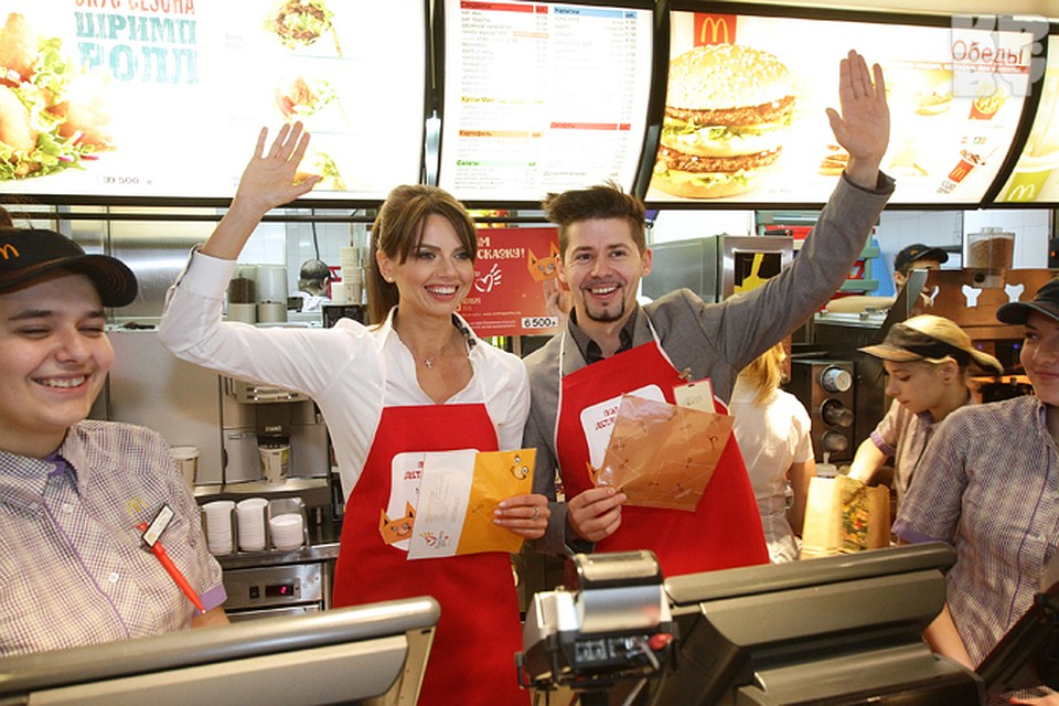 customer service of mcdonalds Customer service of mcdonald's 2049 words | 9 pages mcdonald's customer services i introduction mcdonald's is the largest chain of fast food corporation in the world, has become a global most valuable brands.