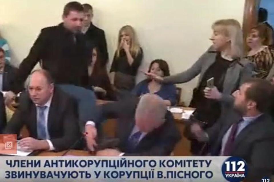 video-medkomissiya-s-pristrastiem-smotret-onlayn-dami-balzakovskogo-vozrasta-v-gruppovuhah-smotret-porno-onlayn