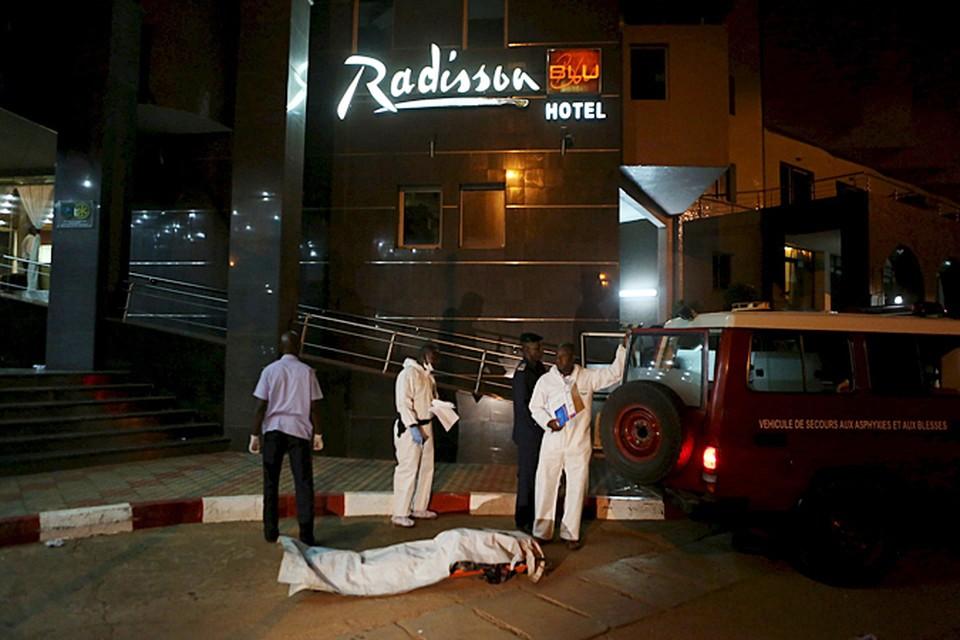 В столице Мали, городе Бамако группа террористов захватила отель Radisson Blu, в которой находились около 170 гостей