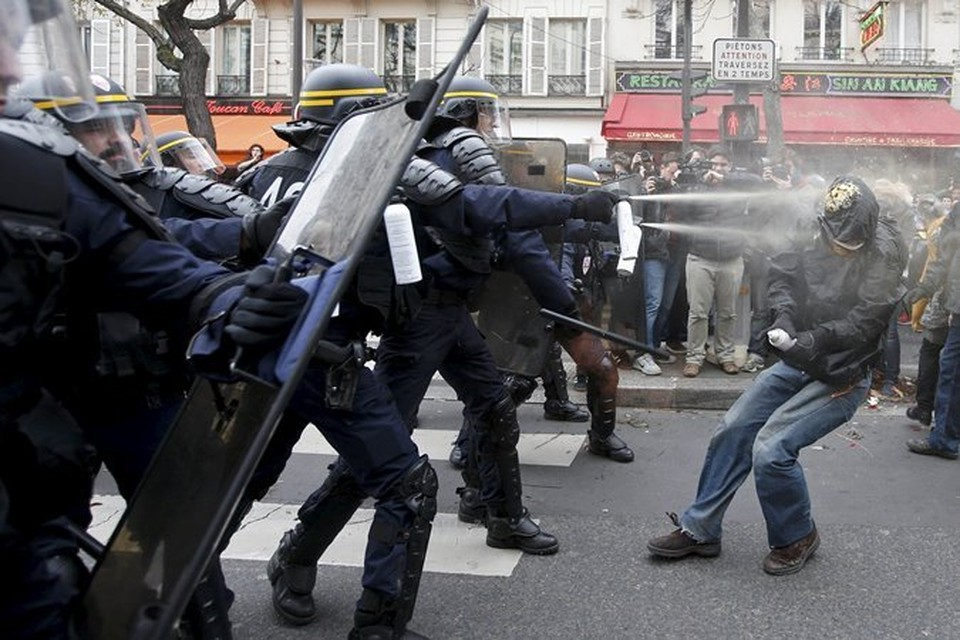 Полиция применила слезоточивый газ для разгона участников митинга в защиту Климата