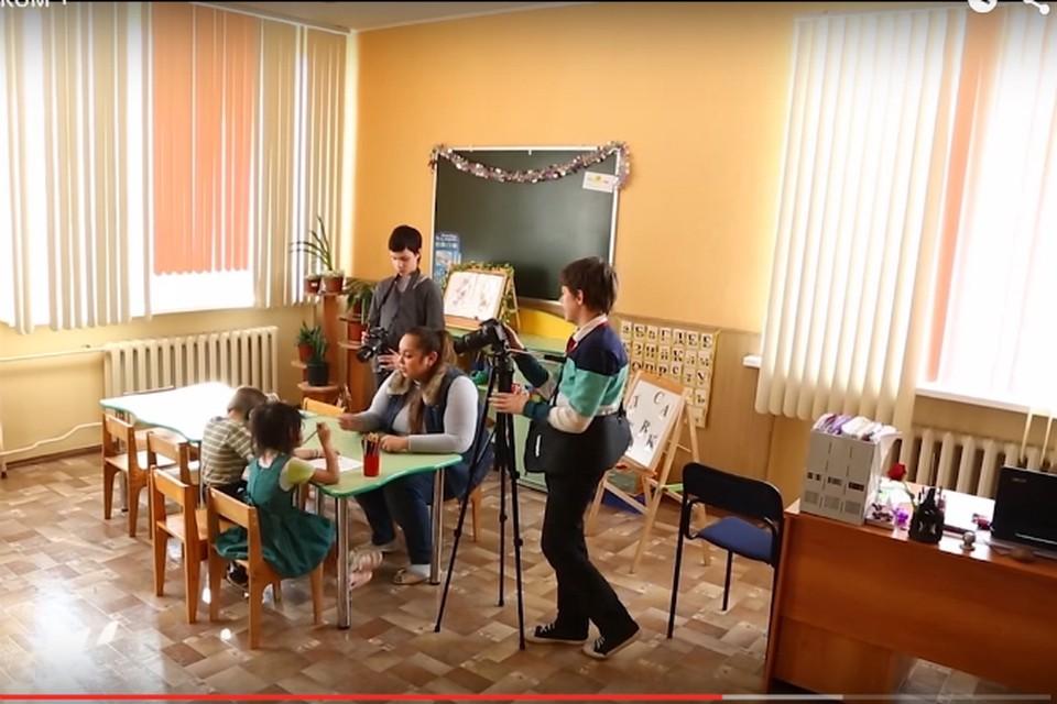 Юные операторы за работой. Скрин кадра из фильма предоставлен фондом Олега Митяева.