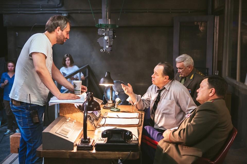 Юрий Быков (слева) снят с работы над космическим блокбастером «Время первых». Фото: Bazelevs