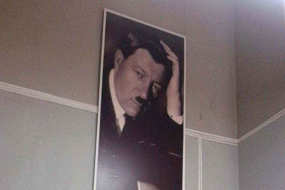 На этом портрете Ильи Машкова Волгоградке привиделся фюрер. Фото со страницы Елены Орловой в социальной сети.