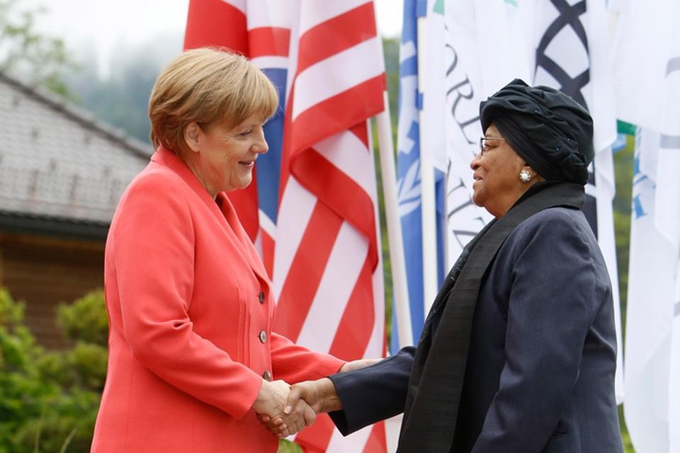Федеральный канцлер Германии Ангела Меркель и первая женщина-президент в Африке Элен Джонсон-Серлиф. Фото: Actionpress/TASS
