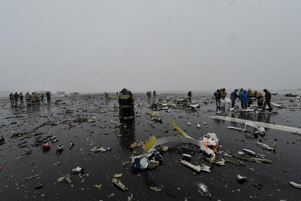 Обломки борта разлетелись на многие сотни метров. Фото: Правительство Ростовской области
