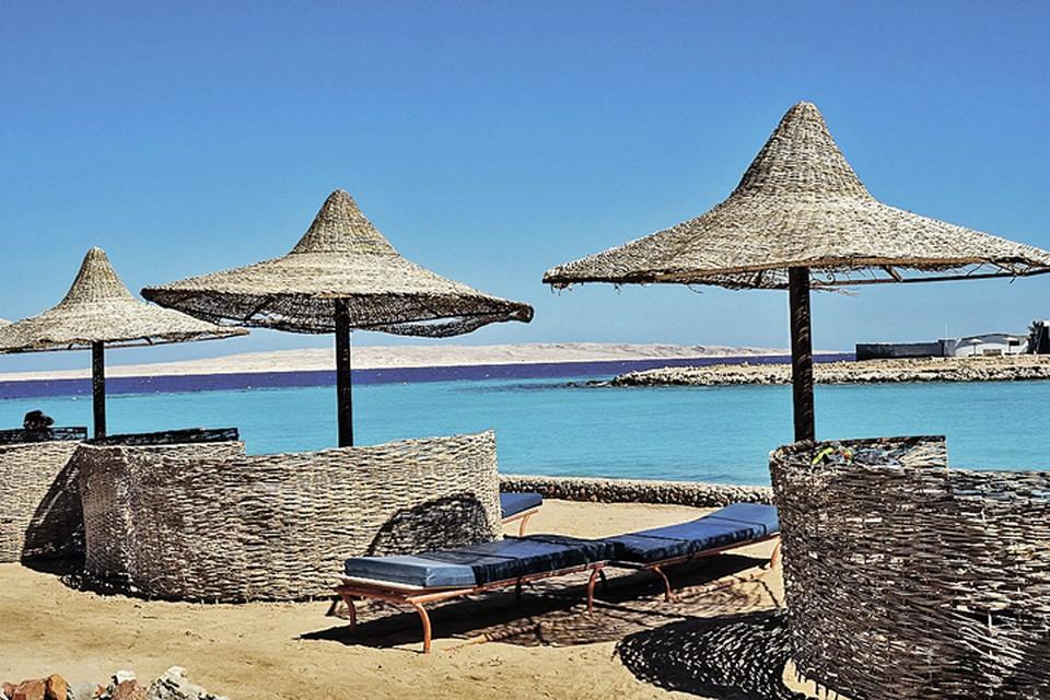 Увы, отели закрываются и пляжи пустуют.