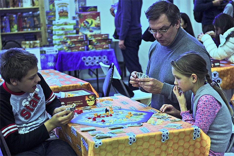 Настольные игры - это интереснейший досуг для всех возрастов.