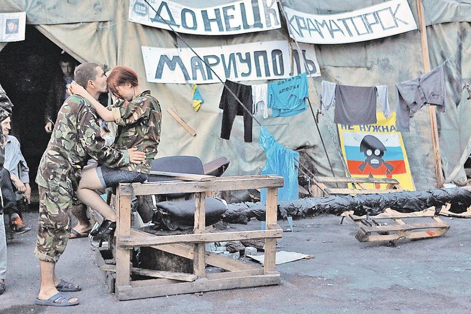 В августе 2014-го Киев заполонили мальчики и девочки в камуфляже. Они еще не знают, что их обманут.