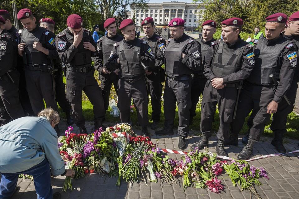 Одесситов, пришедших возложить цветы к месту трагедии так и не пустили Фото: Zuma\TASS