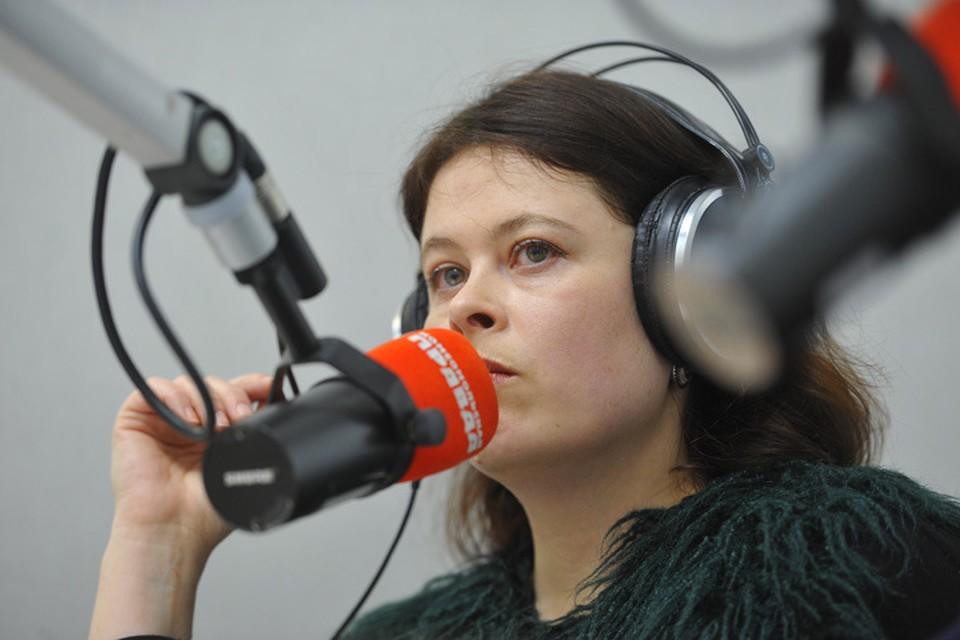 Ульяна Скойбеда делится результатами своего расследования со слушателями Радио «Комсомольская правда»