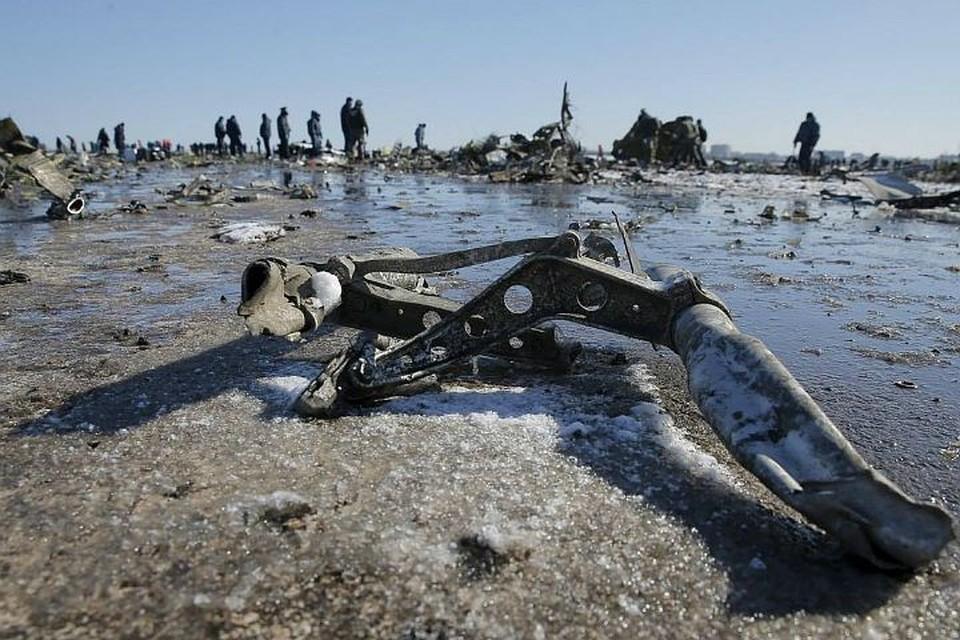 Самолет врезался в землю на скорости свыше 600 км/ч под углом более 50 градусов.