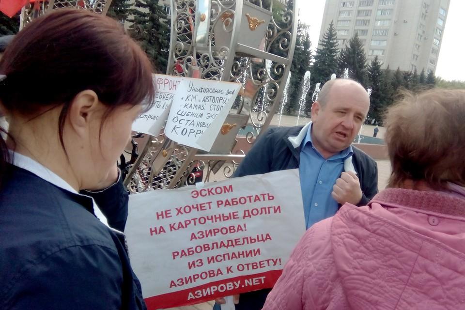 Многочисленные протесты трудового коллектива против политики, проводимой С. Азировым, были услышаны в Общественной палате РФ. Фото: Василий КОМОВ