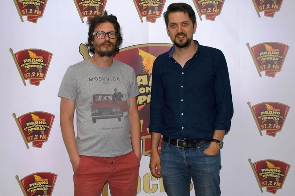 На фото слева направо: главный редактор Радио «Комсомольская правда» Евгений Арсюхин и тренер по нетворкингу Максим Чернов.