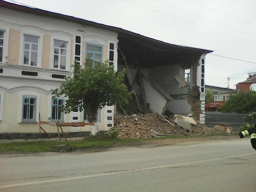 d770f0d69 В Ишиме обрушилась стена пустующего старинного здания
