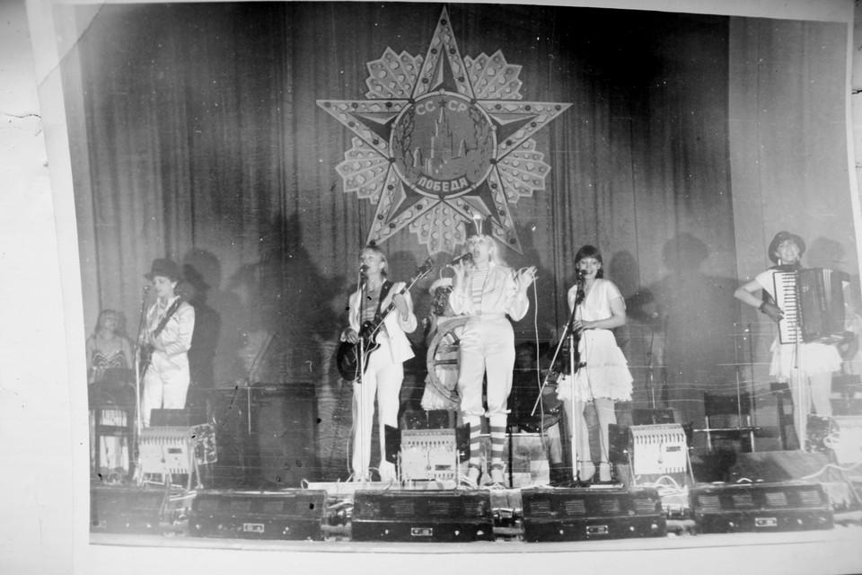 """""""Чайки"""" пели о любви к Родине, вдохновляя наших бойцов. Фото: архив Екатерины Кизиловой"""