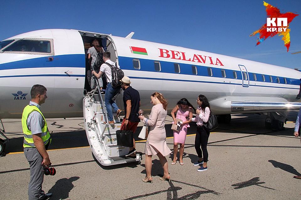 """Белорусы за полдня скупили 9 тысяч билетов на самолеты """"Белавиа"""" - в основном в Питер, Прагу и Рим."""