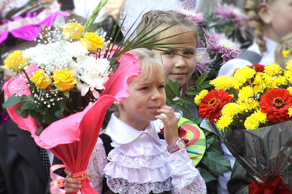 Картинки дети с цветами на 1 сентября, поздравление днем рождения