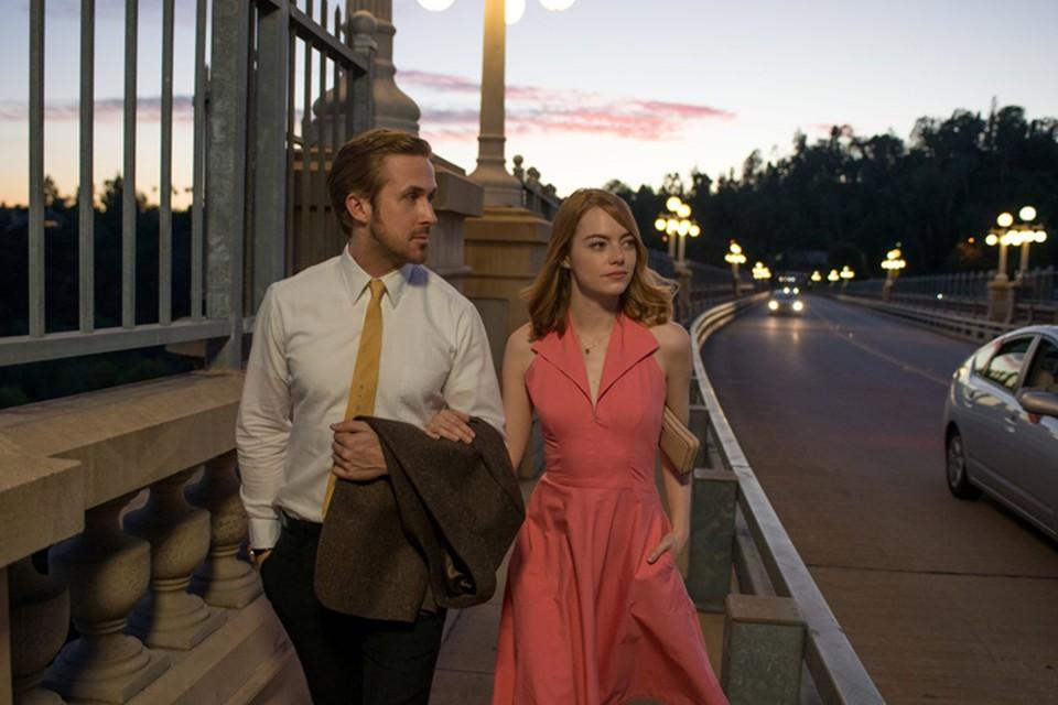 Музыку в фильме персонифицирует герой Гослинга, за кино отвечает героиня Стоун.
