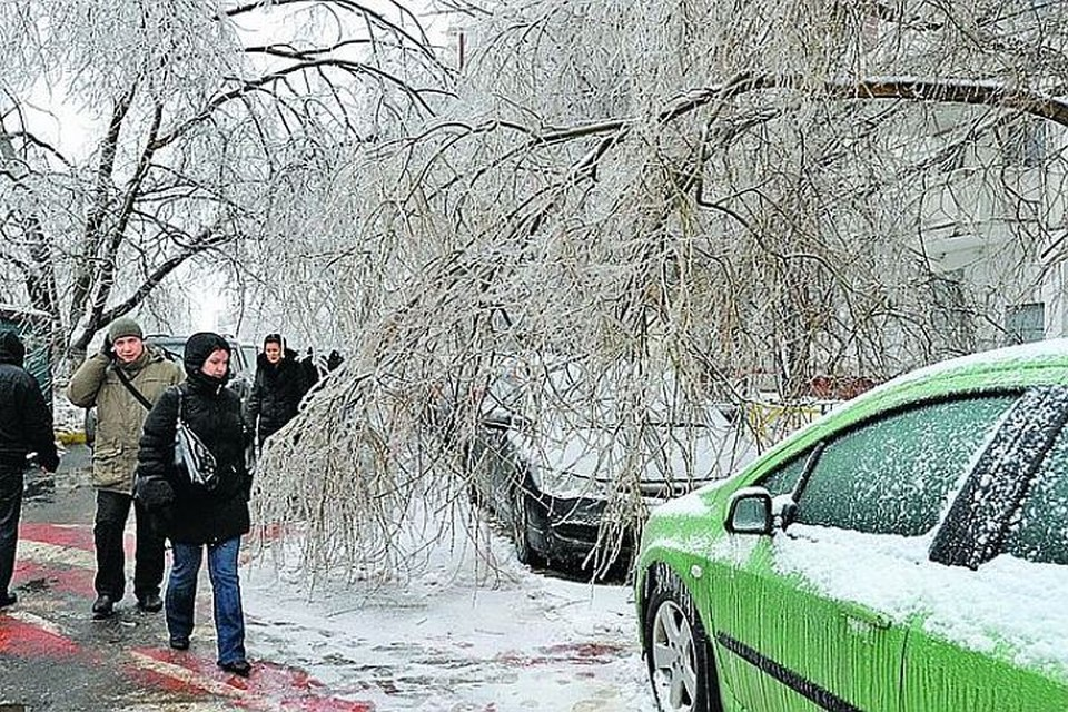 """Москвичей погода вновь """"порадует"""" ледяным дождем."""