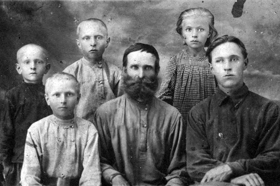 Степан Карагодин и его семья. Фото: Денис Карагодин/stepanivanovichkaragodin.org