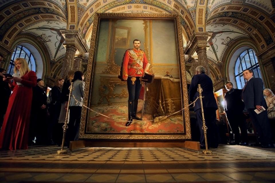 Портрет императора был скрыт за портретом вождя революции 96 лет