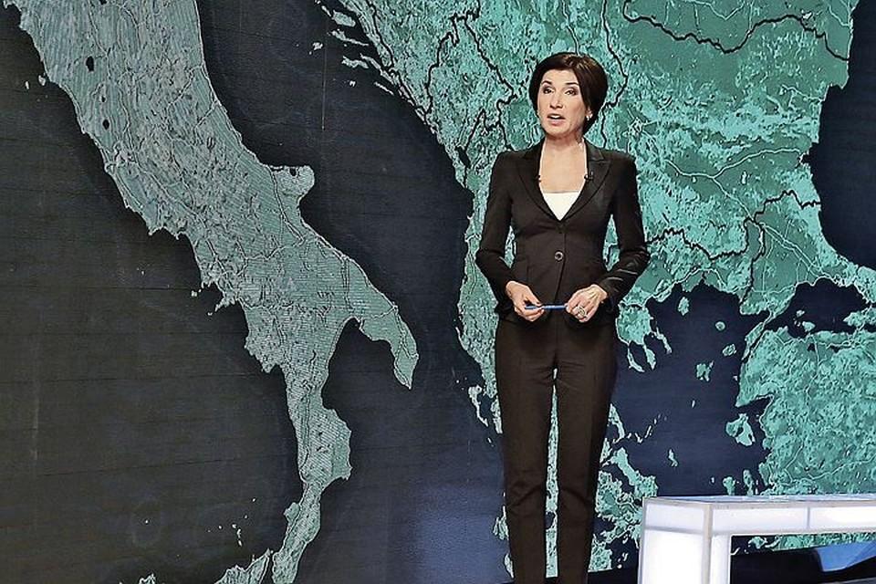 На НТВ Ирада встала из-за стола, продемонстрировав стройную фигуру. Фото: PR НТВ