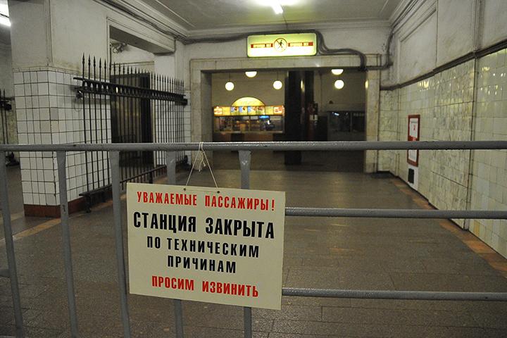 Для входа в метро и выхода в город пассажирам придется пользоваться соседними вестибюлями
