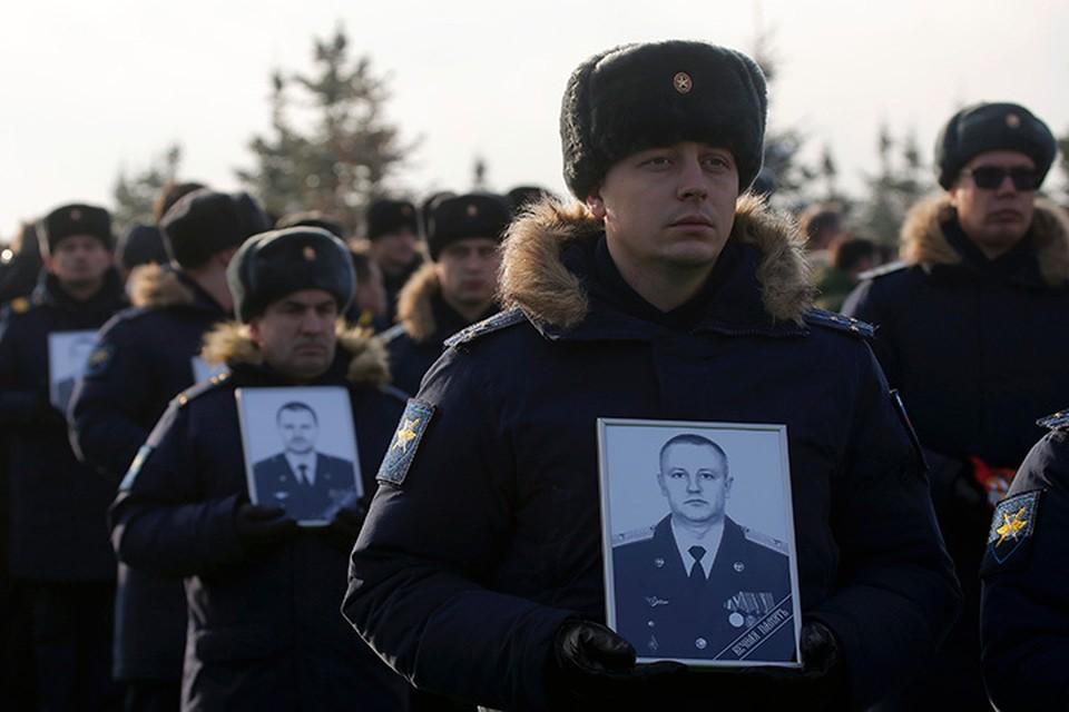 Офицеры пришли проститься с погибшими при крушении самолета Ту-154 над Черным морем