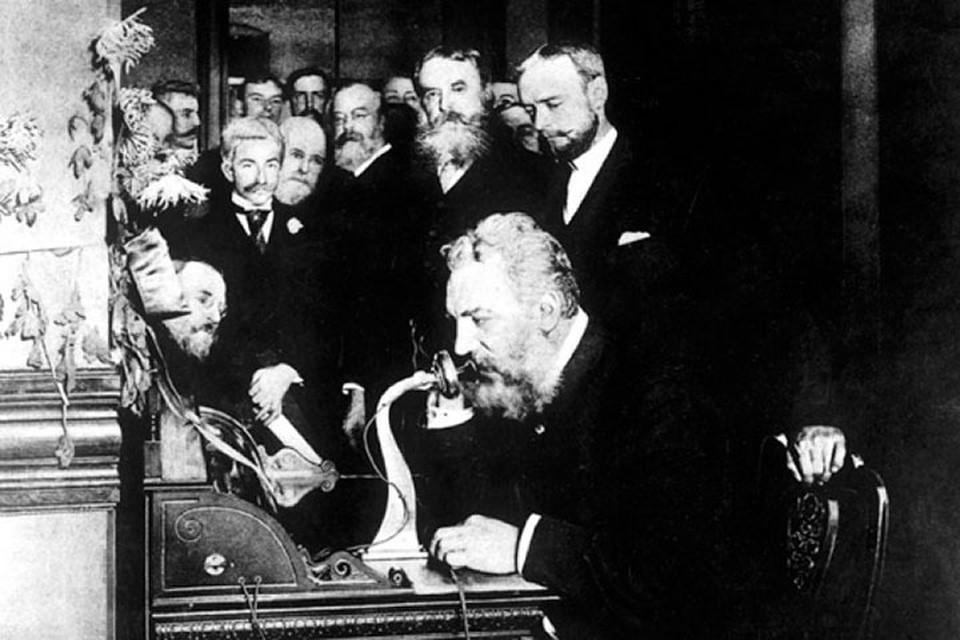 Впервые телефон показали в Америке в 1876 году, а через шесть лет он уже стоял в Гомельском имении графа Паскевича.