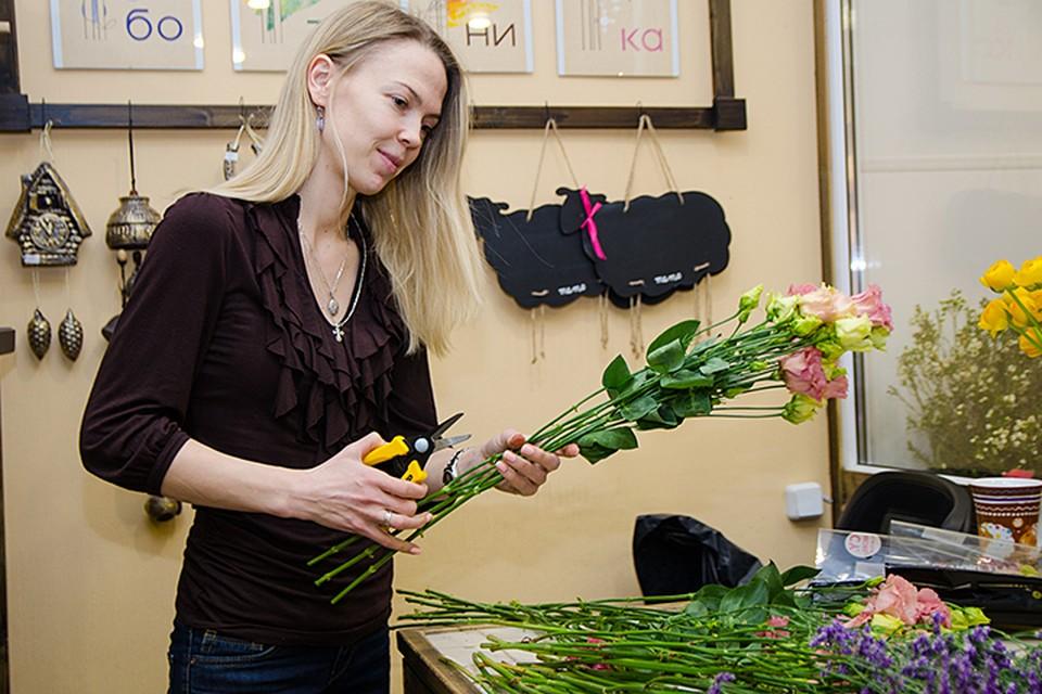 Говорят, что цветочники в особенно плодоносные дни — 8 марта и 1 сентября — зарабатывают столько, сколько не зарабатывают за весь год