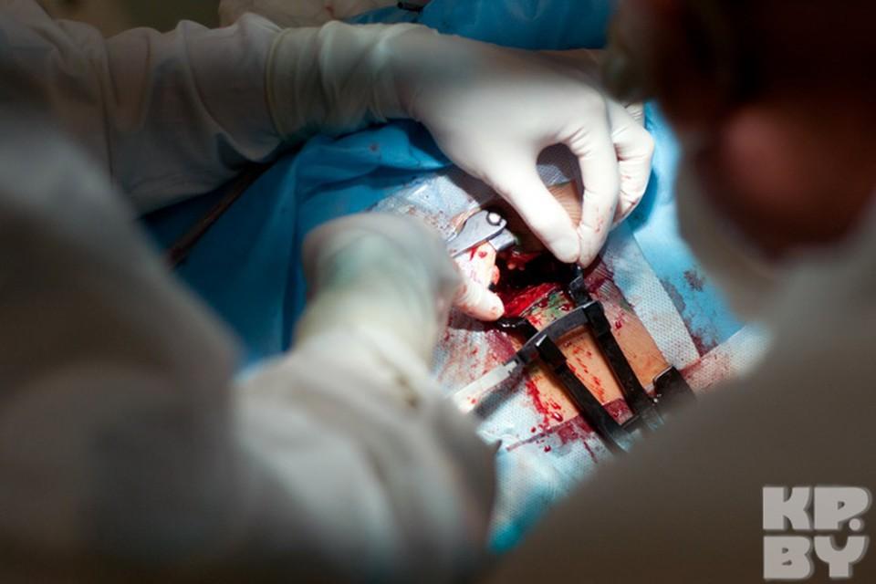 Через этот разрез врачи смогут добраться до позвоночника и удалить межпозвоночную грыжу.