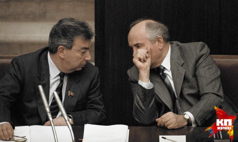Евгений Примаков был и Членом ЦК КПСС (1989—1990 и депутатом Государственной думы РФ III созыва (2000—2001).