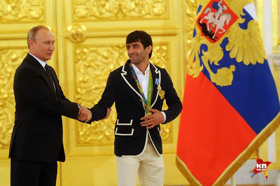 Владимир Путин и олимпийский чемпион по дзюдо Беслан Мудранов
